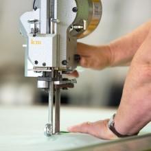 Schneidearbeiten beim Hersteller Franke Matratzen